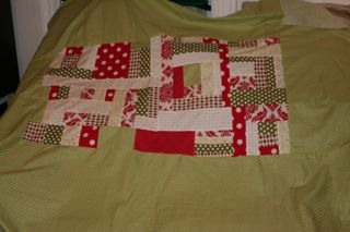 The back.  I wish I hadn't put the green fabric on the edge of the inside square. It blends in to the large outer square.  But nothing i can do about it now. hahahah So.. Oh well!